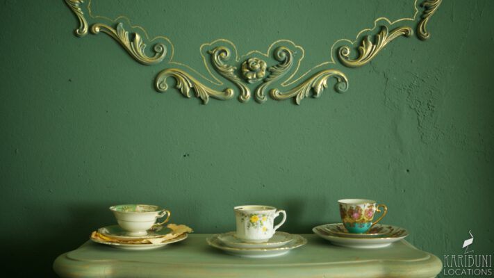 Barock Kaminzimmer - Teetassen und Stuck