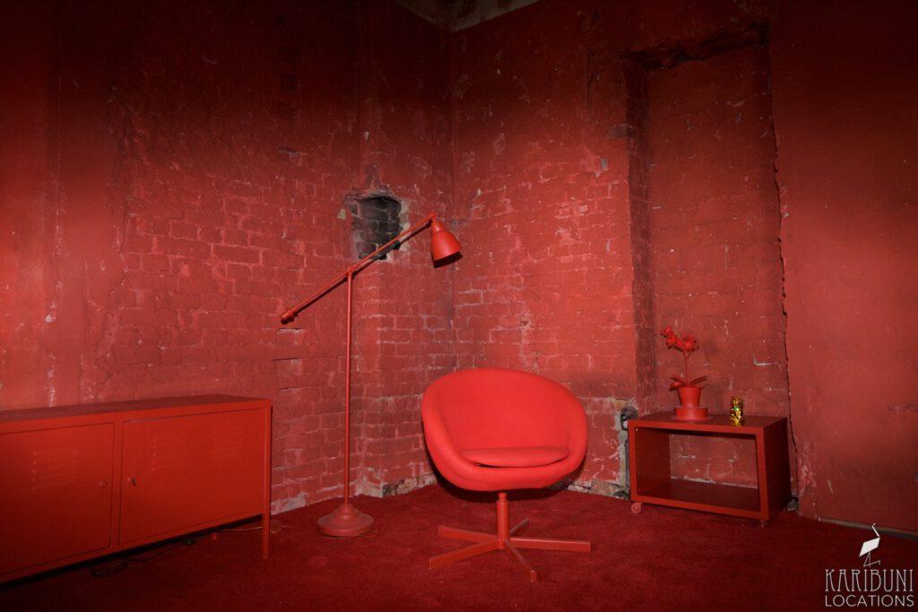 Red Corner - Halbtotale